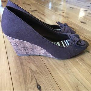 👡Peep toe wedge— size 7.5